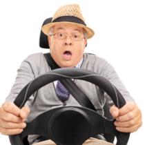 高齢者の事故は誰の責任か