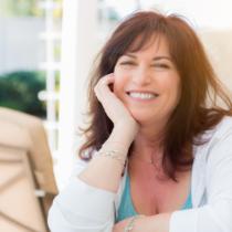 女性ホルモンにはメラニンを増やす性質があります