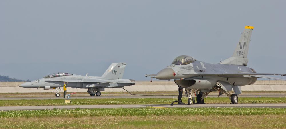 F-1戦闘機