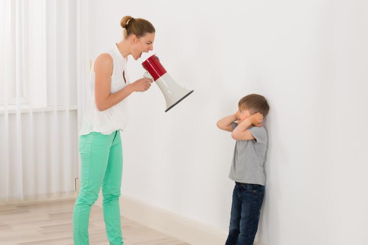 かと言って、厳しい子育てはどうなの?