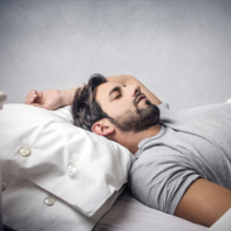 就寝中のタンパク質吸収力と必要量