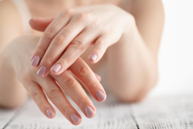 「手」が色白で潤っている女性は濡れやすい