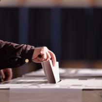 他事記載とは、選挙の投票用紙に候補者の名前・比例区にあっては候補政党の名前以外の余計なことを書くことを指します