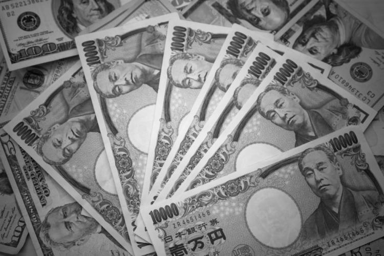 2016年の契約更改時点で、現役選手の最高年俸は5億円。