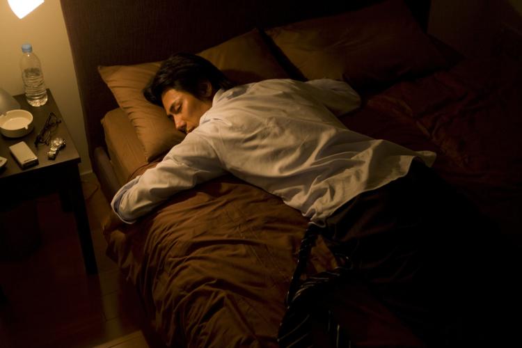 「寒い」と脳が感じると眠たくなってしまうプロセス