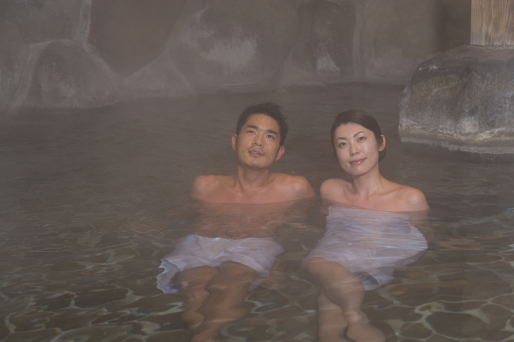温泉で愛をも熱する