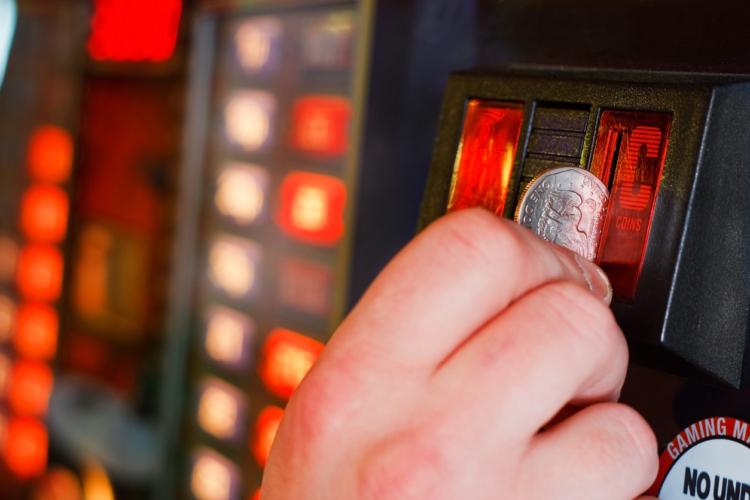 スロットのコインもパチンコ玉も汚れるのは仕方ない