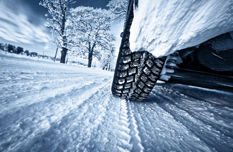 アイスバーンや雪道では、カンタンに命を落とします