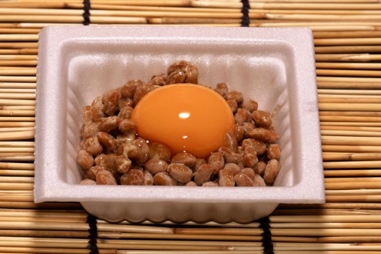 納豆は1パック90kcal、低脂肪、高たんぱく、低価格の3拍子
