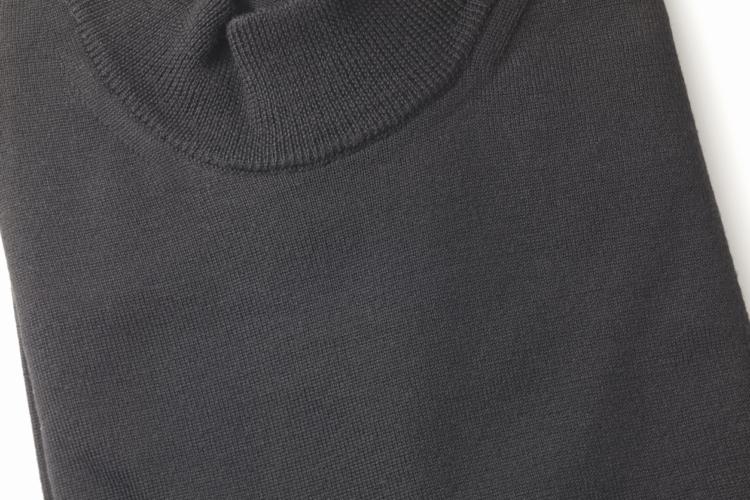 お勧めのカシミアセーターは、1897年創業のアルファー社(ALPHA社)