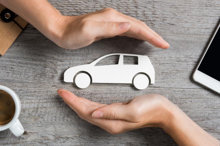 高い出費の自動車保険