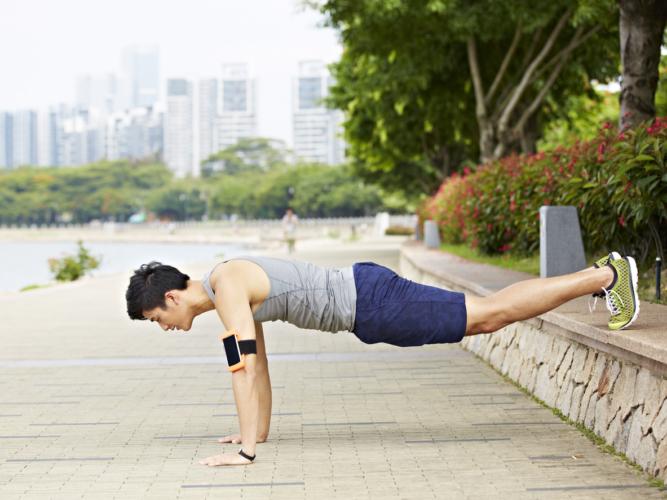 young asian ad大胸筋上部を攻めるデクラインプッシュアップ