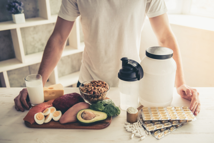 タンパク質は筋トレした日だけ摂ればいい?