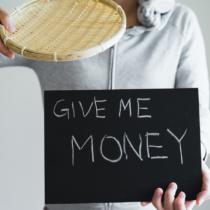 言ってることと、やってる事が全く違うウソつきは、お金が貯まらない。