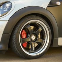 車の維持費を大幅ダウンさせる輸入タイヤ