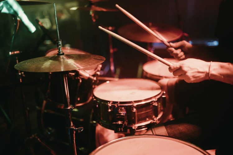 ドラム、樋口の死去