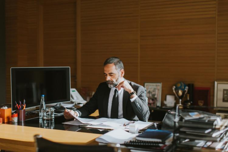 企業の方針に対して発言権を持つ管理職は、部長以上