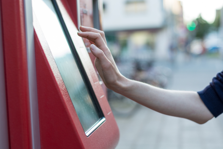 立体駐車場と自販機が合体した販売方法