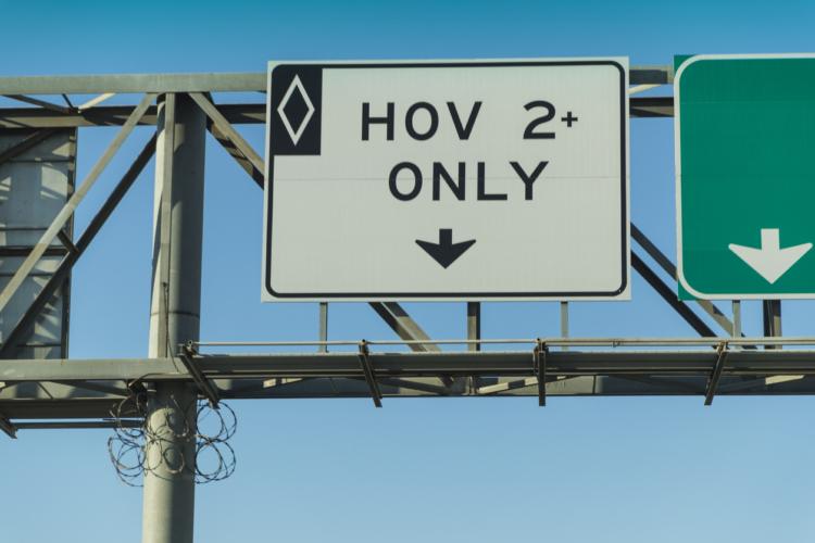 エコカーが走行できる「HOVレーン」とは