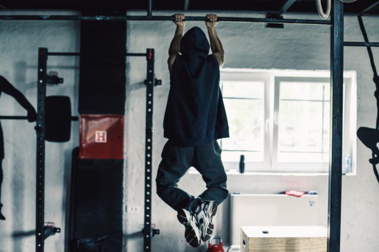懸垂の練習方法