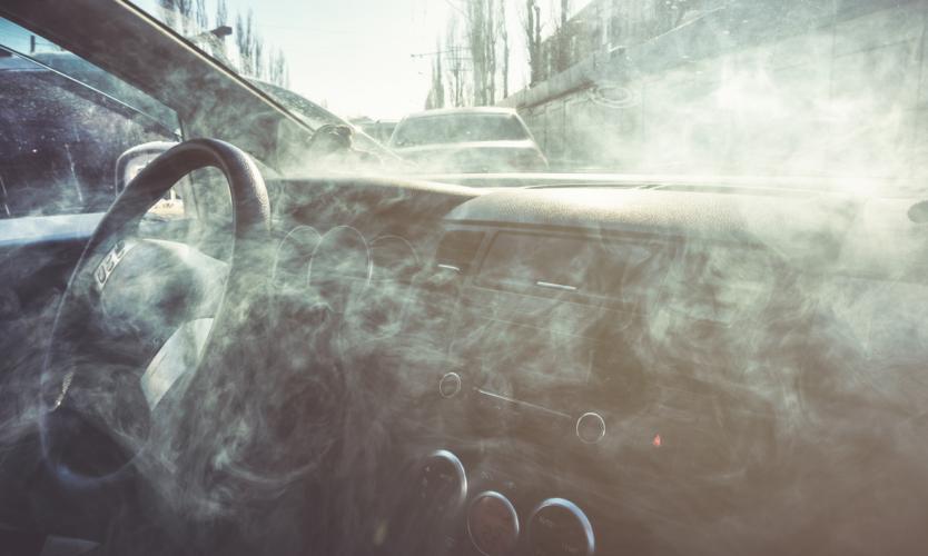 車内は貴重なタバコ空間ではあるが