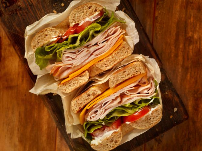 実はヘルシーじゃない!サンドイッチ