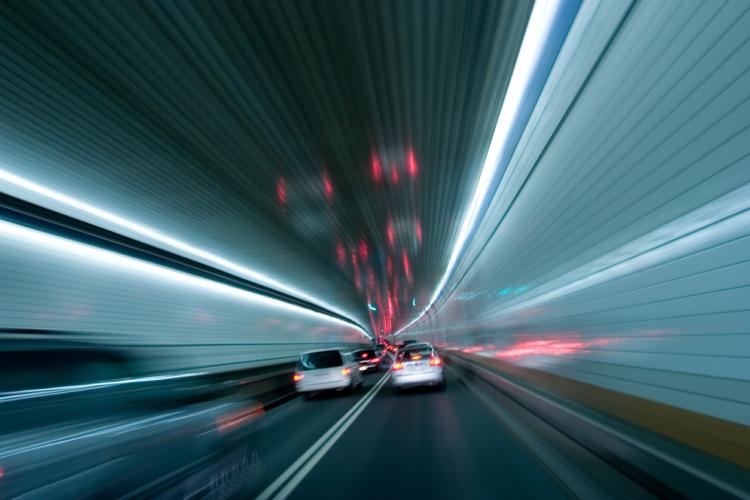 有り得ないはずの高速道路での信号機