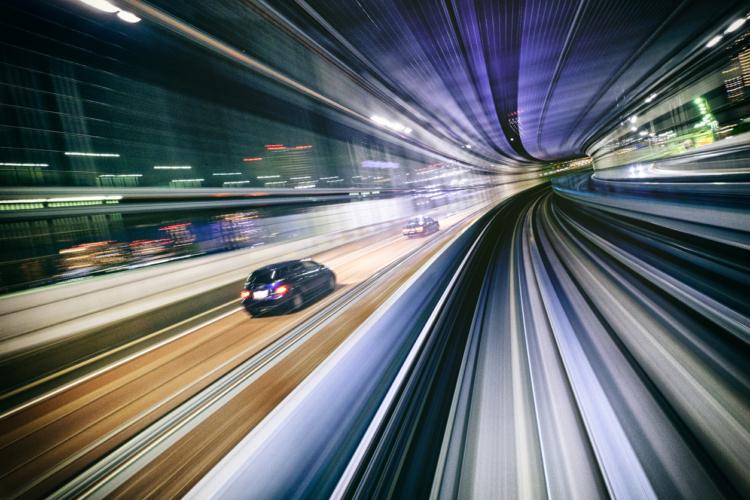 トンネルの運転は危険がたくさん!