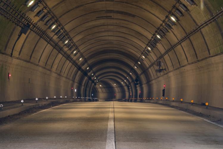 トンネルの出口付近で起こりやすい危険