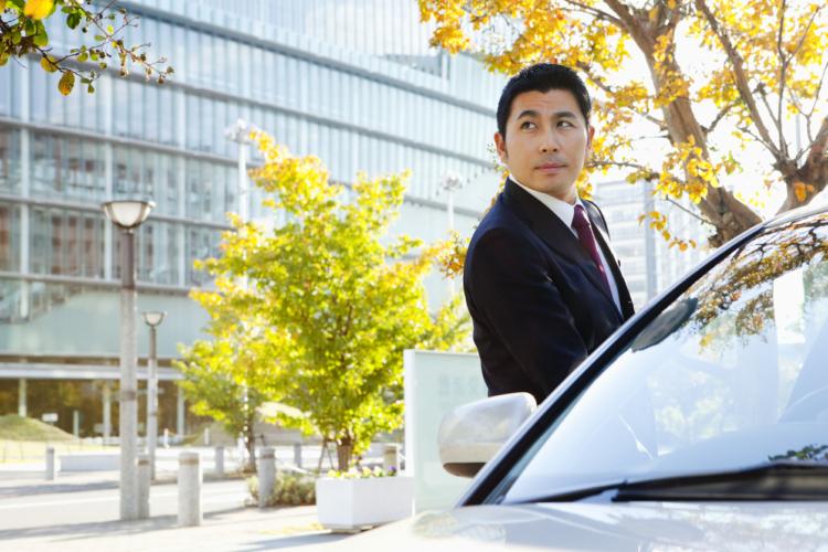 車で稼げる副業とは?