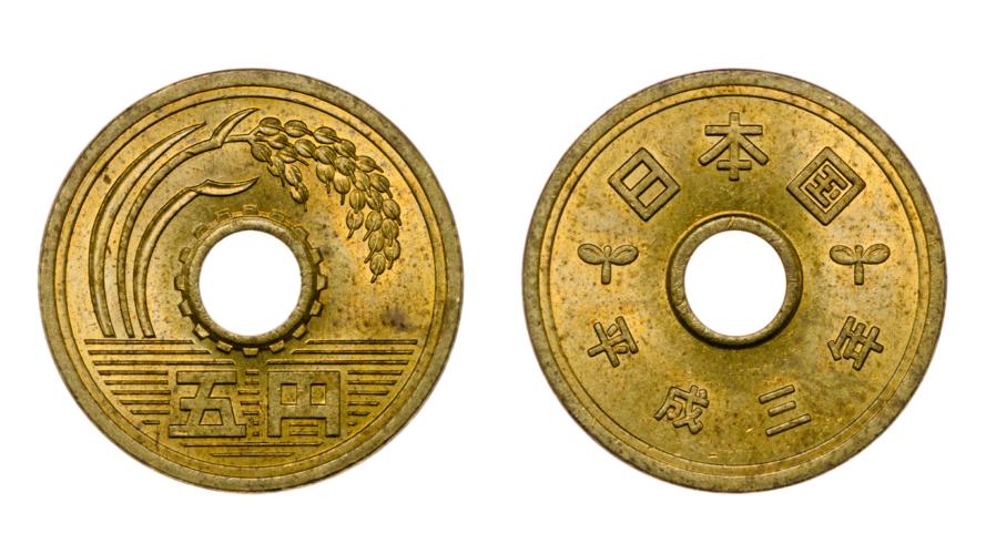古銭にあいている穴は、形成上の目的だった