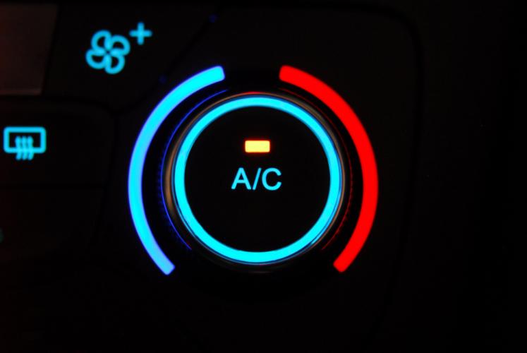 車のエアコンと燃費との関係