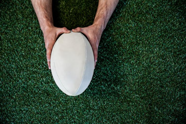 ラグビーのボールは楕円形!