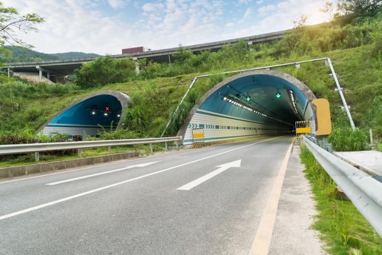 東名「大和トンネル」が渋滞する理由3つ