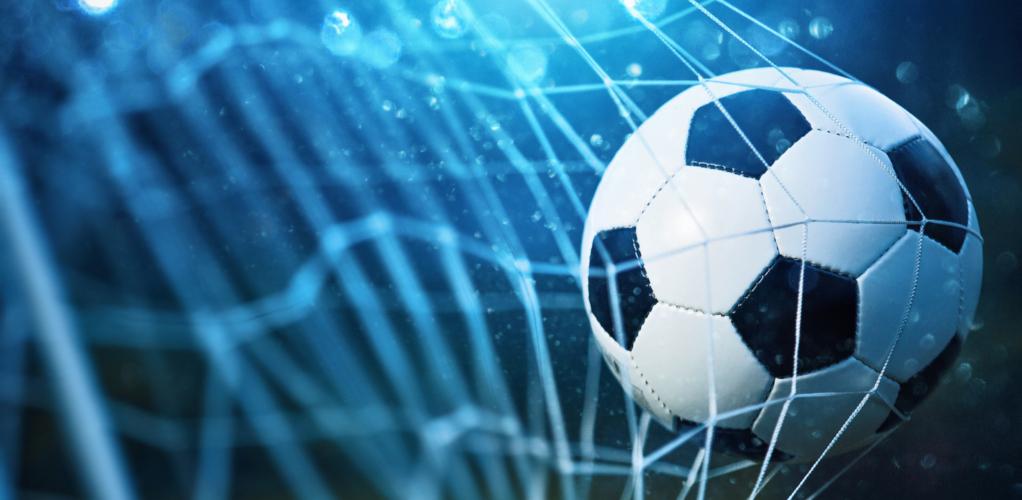 サッカーの世界では数少ないプレイングマネージャー