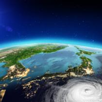 台風は日本が好き?
