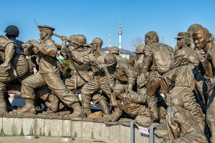直接対峙する場所となったのが、朝鮮半島であり北緯38度線