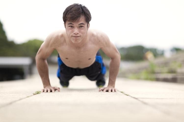 ⑤週に3回の自重トレーニングを実施する