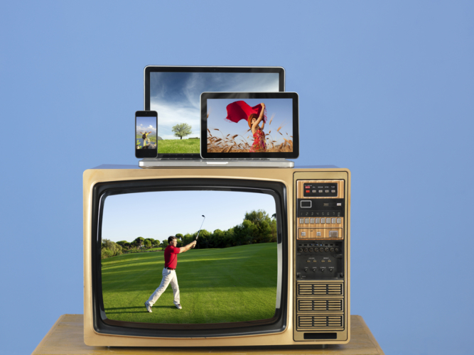 本当にゴルフを見るならテレビの方がいいかも