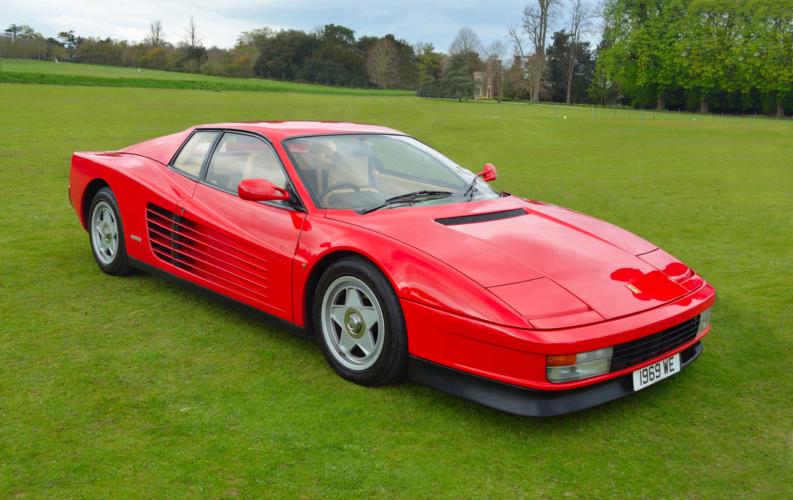 フェラーリ40周年を記念して発売されたのがF40