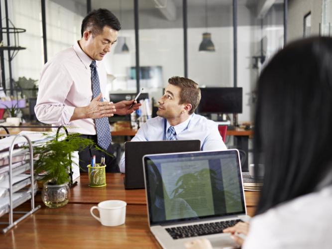 人間の幅が狭い上司や部下とは距離を置く