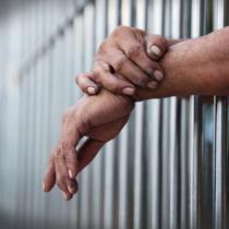 つかまったとしても、必ずしも刑務所へいくわけではない