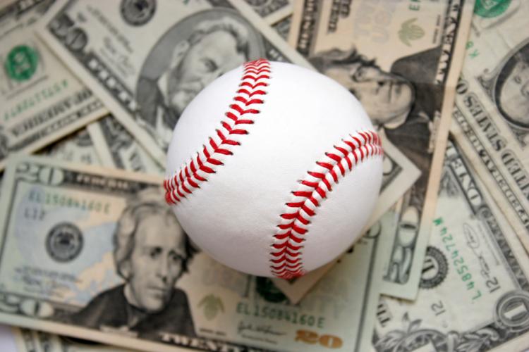 プロ野球選手の年俸大幅ダウンはどこまで許されるの?
