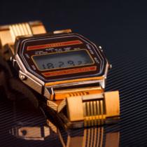 男のデジタル時計を、ジェームス・ボンド先生に学ぶ