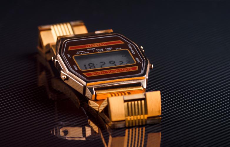 innovative design f88be 59998 男のデジタル時計を、ジェームス・ボンド先生に学ぶ|YAZIUP ...