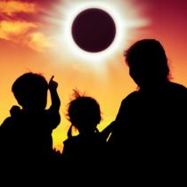 2019年いきなり日食の幕開け