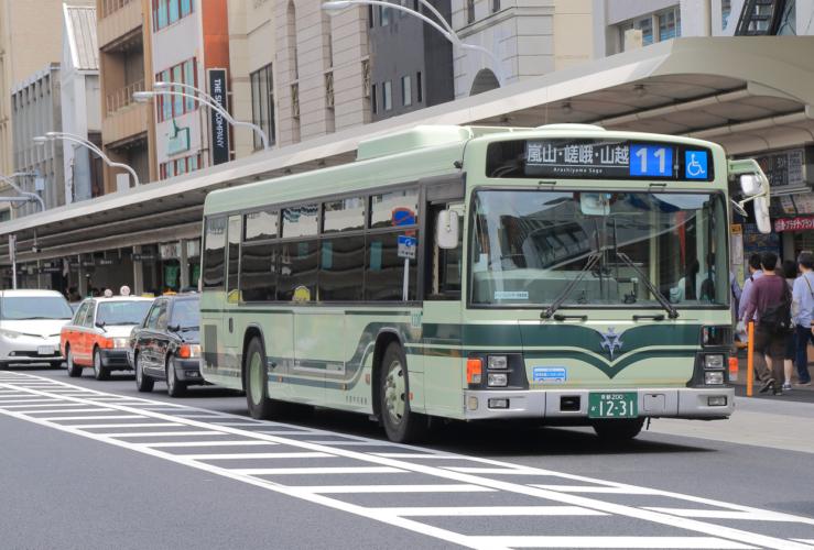 車両の半分を6社が運営する市バス
