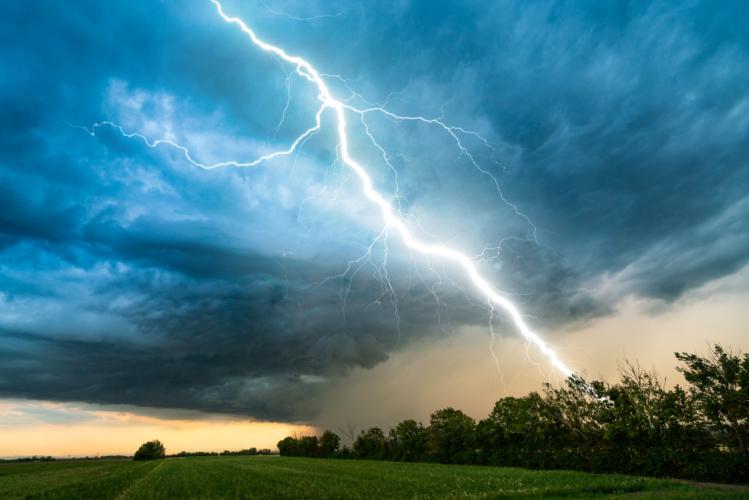 意外と知らない雷が発生する理由