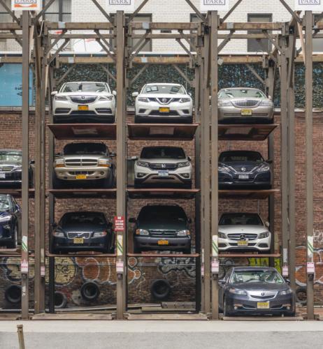限られたスペースを有効活用する機械式立体駐車場