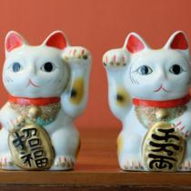 縁起物の定番「招き猫」